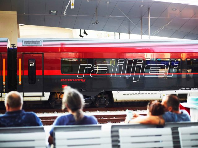 ÖBB Railjet Bahnhof